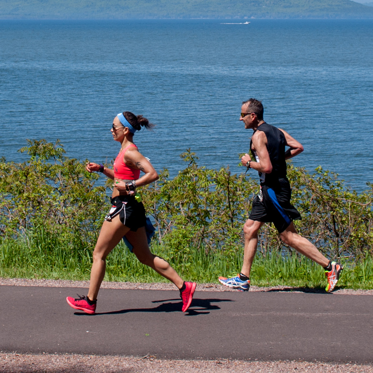 2 Runners along Lake Champlain mile 22.5